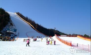 Elysian Gangchon Ski Resort (엘리시안 강촌 스키장)